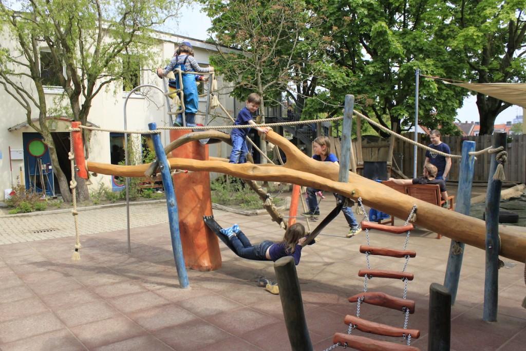 Klettergerüst Kinder Outdoor : Kletterspaß für alle! #klettergeruest #spenden #danke marienkäfer